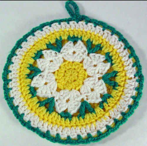 Free pattern for Daisy Potholder @ Maggie's Crochet