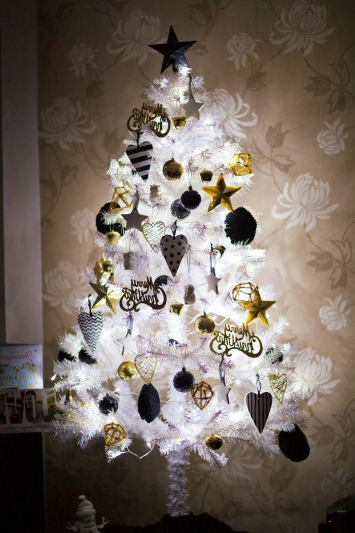 Arbol de navidad original muy relumbrante con adornos en blanco dorado y negro tapices de - Arbol de navidad blanco ...