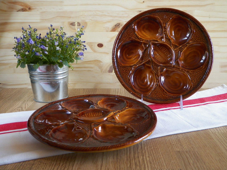 2 assiettes à huîtres en barbotine marron de la célèbre faïencerie de Saint-Clément France   Made in France 1960 de la boutique LovelyFrance sur Etsy