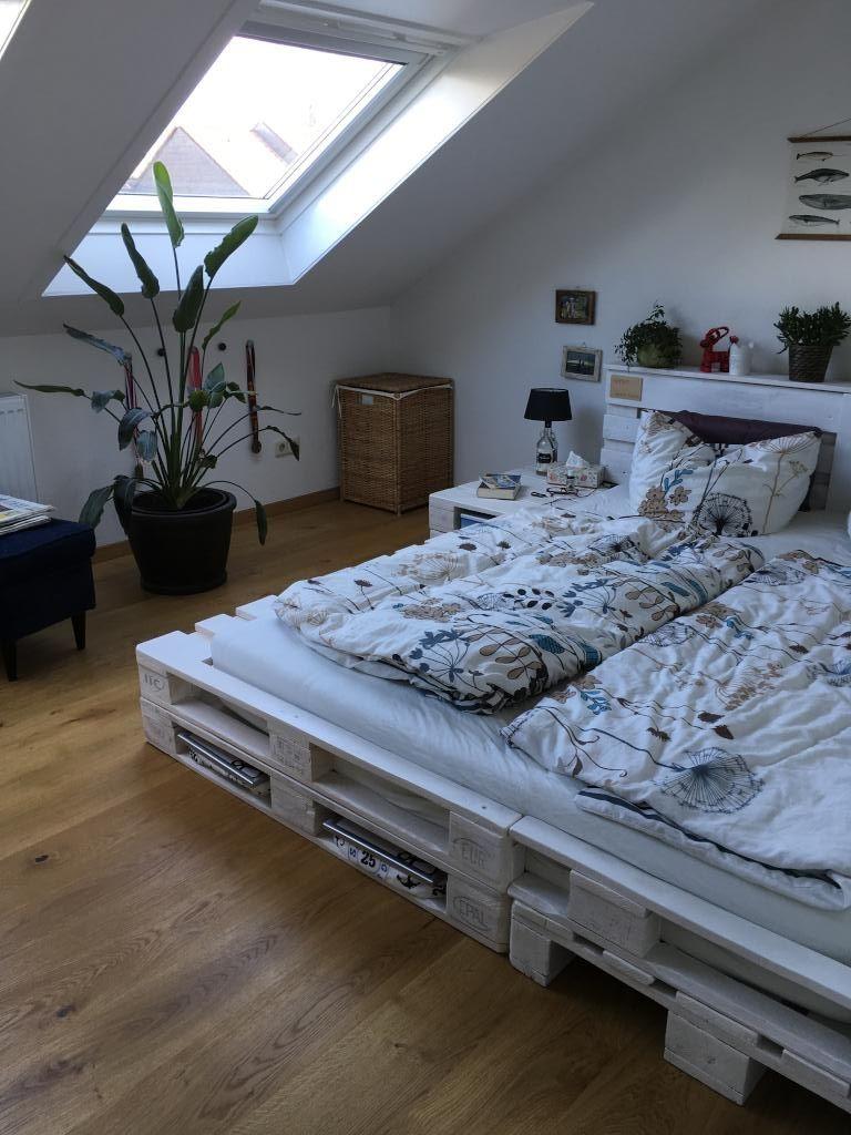 sch nes doppelbett aus wei gestrichenen paletten diy palettenbett einrichtungsideen mit diy. Black Bedroom Furniture Sets. Home Design Ideas