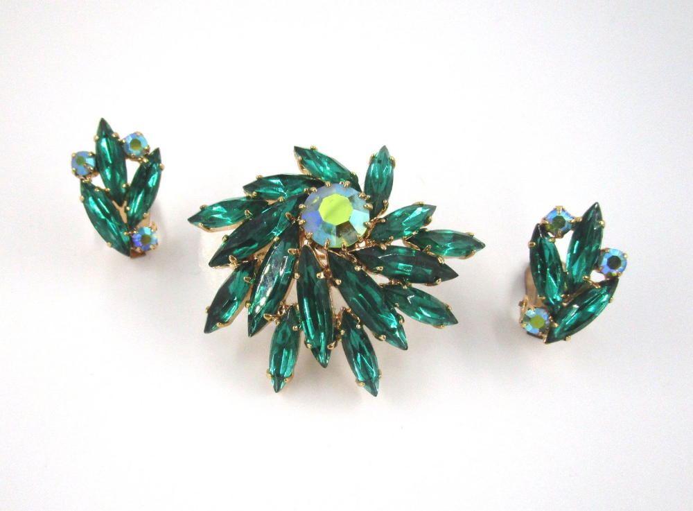 Vintage gifts. Emerald Crystal Pin Vintage Clip on Earrings Art Deco Jewelry Vintage Brooch /& Clips Vintage Jewelry 60s Set