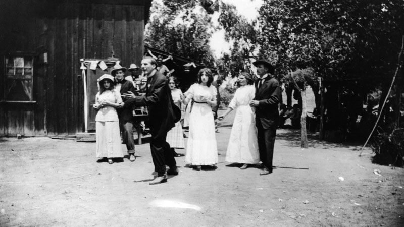 Actors at work for a silent film shoot at what used to be the Bonadiman farm in Edendale, located near what is now known as Benton Way in Silver Lake. Photo circa 1915. (LAPL) Bizarre Los Angeles.