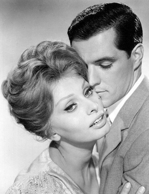 Sophia Loren with John Gavin   Sophia loren, John gavin, Romantic scenes