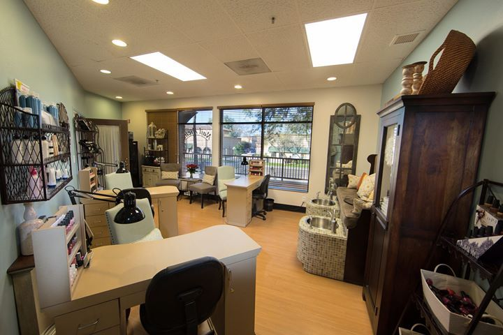 Move in now and get started fast!  Signature Salon studios offers an exclusive collection of independently operated salon studios for the established beauty professional. Having your own salon or spa has never been easier. http://www.signaturesalonstudios.com/amenities/
