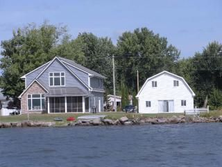 Vacation Rentals In Poy Sippi Wi Vacation Home Rentals Cottage Rental House Rental