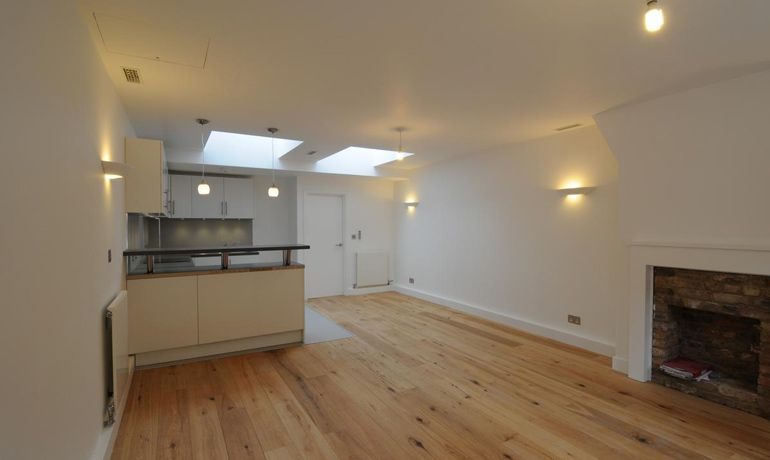 Floor Sanding Zone Offers Variety Of Varnishing Wood Flooring In