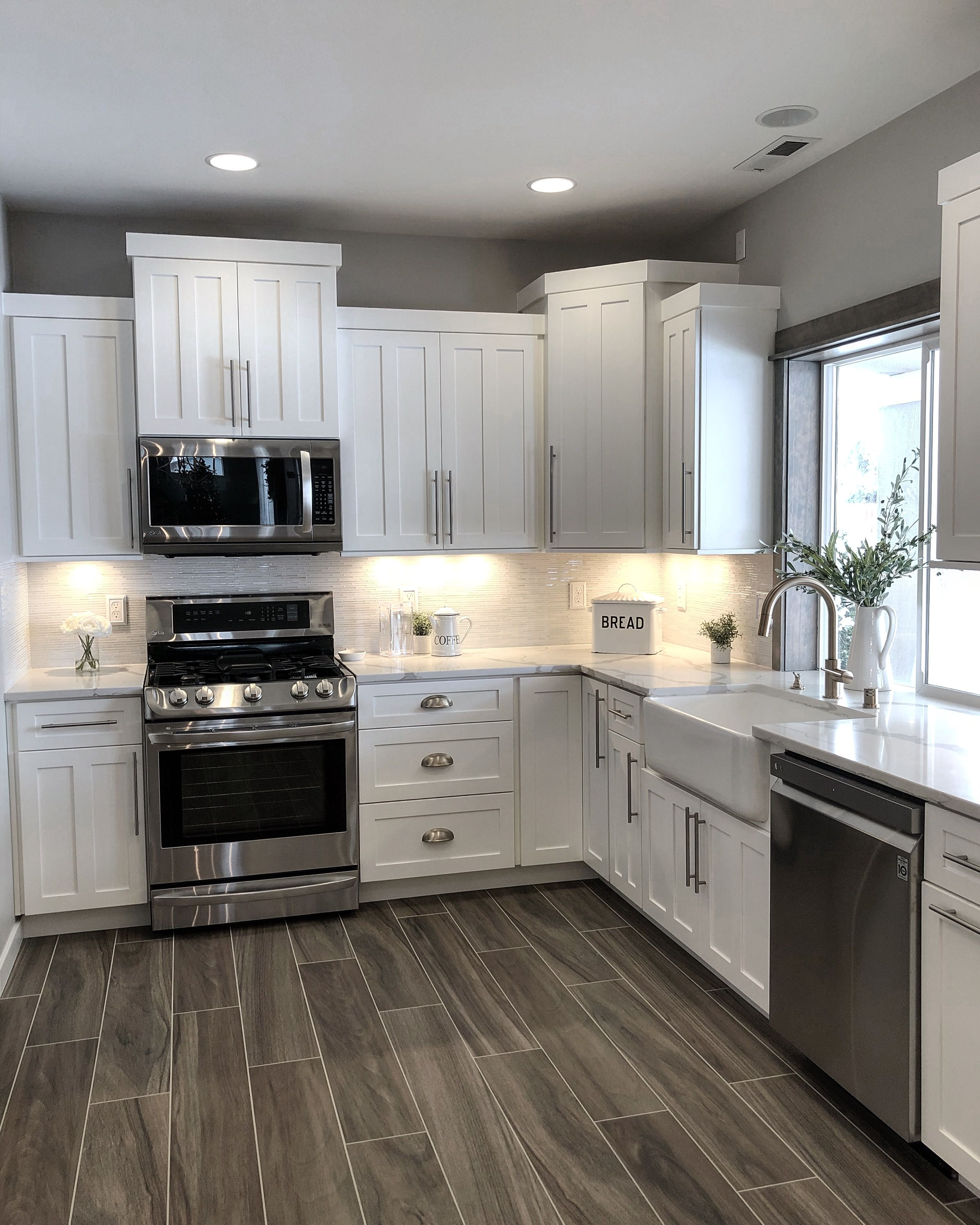 Great Color Scheme Even Though There Is A Lot Of White Doesn T Feel Too White White Kitchen Design Kitchen Color White Home Decor Kitchen
