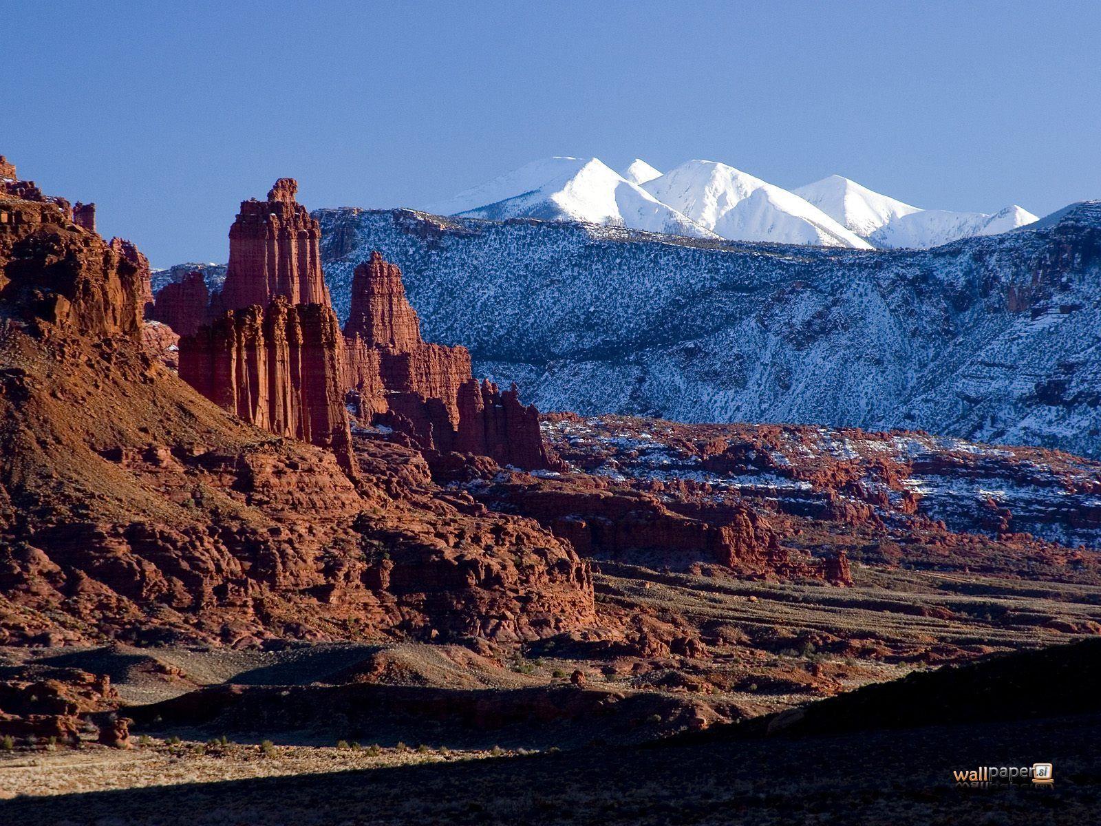 Utah   ... Sal-Mountains-and-Indian-Creek-Area-Near-Moab-in-Winter-Utah-Wallpaper