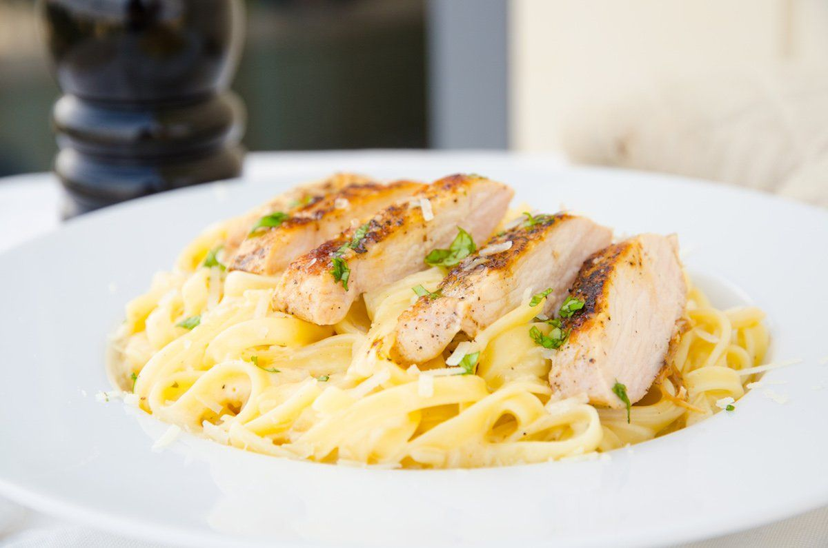 pasta med kyckling och grädde