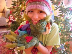 Grinch Gloves pattern by Susan B. Anderson #grinchscarfcrochetpatternfree Grinch Gloves #grinchscarfcrochetpatternfree