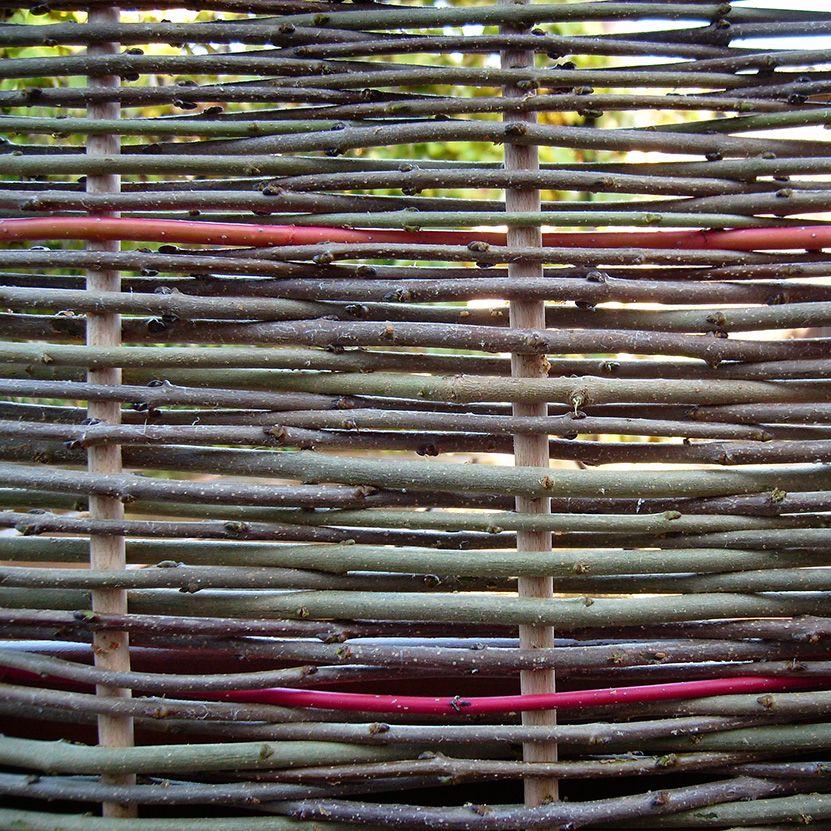 So schaut das untere Muster aus Flechtwerk im Garten