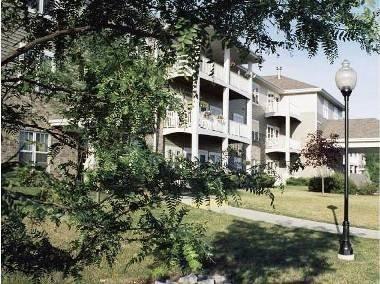 Parkside Village Senior Living Affordable Apartments In Hartford Wi Found At Affordablesearch Com Affordable Apartments Village Affordable Housing