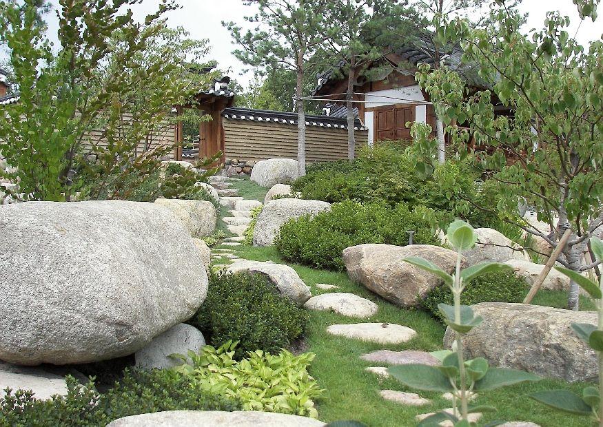 koreanischer garten findlinge buchsbaum zierkirschen blick zum pavillon. Black Bedroom Furniture Sets. Home Design Ideas