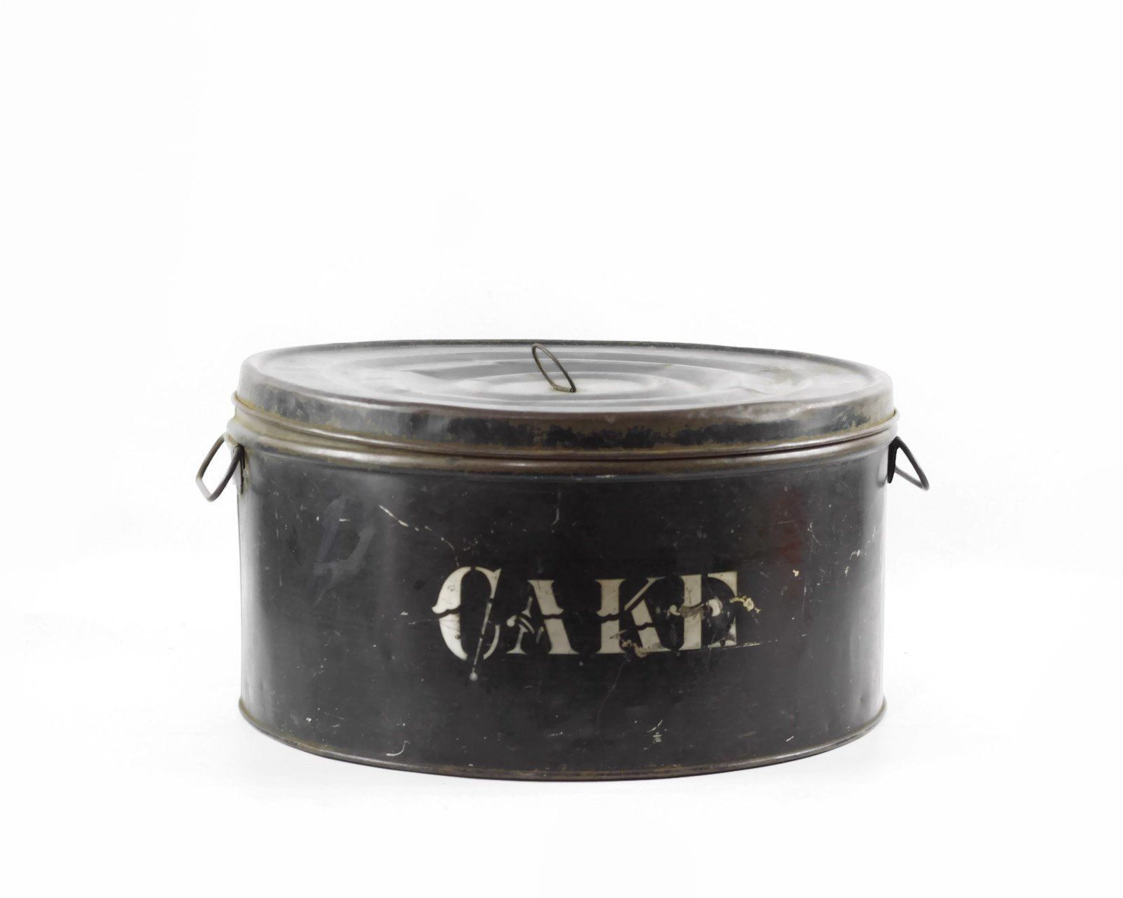 Antique Cake Tin With Lid Farmhouse Kitchen Decor Round Tin Storage Container By Gizmoandhooh Vintage Farmhouse Decor Farmhouse Kitchen Decor Farmhouse Decor