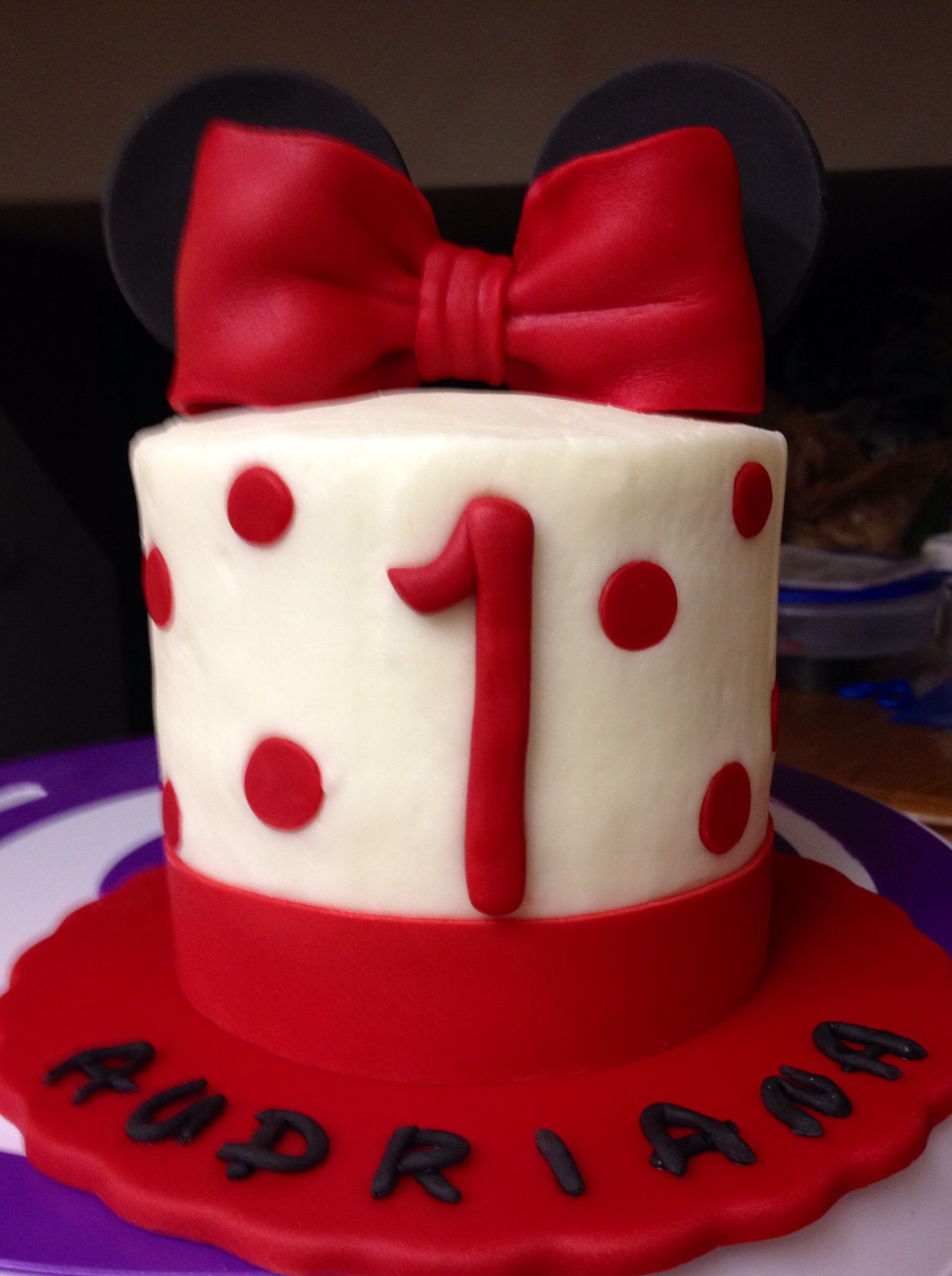 Pin By Lori Mcclaflin On My Own Cake Creations 1st Birthday Cakes Minnie Mouse Cake Cake