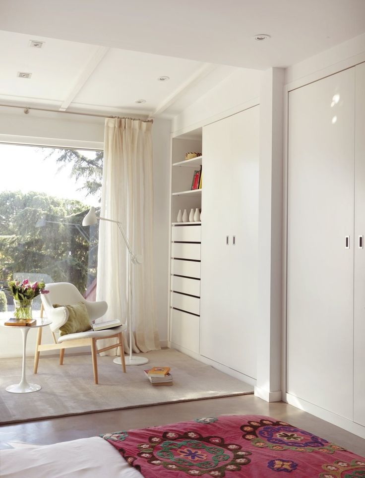 Cortinas blancas para potenciar la iluminaci n y el - Iluminacion interior armarios ...
