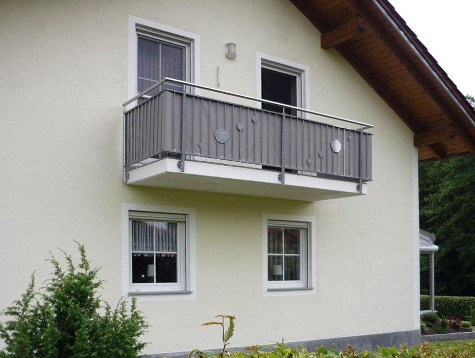 Praktischer Sichtschutz Balkonumrandung nach Maß ein