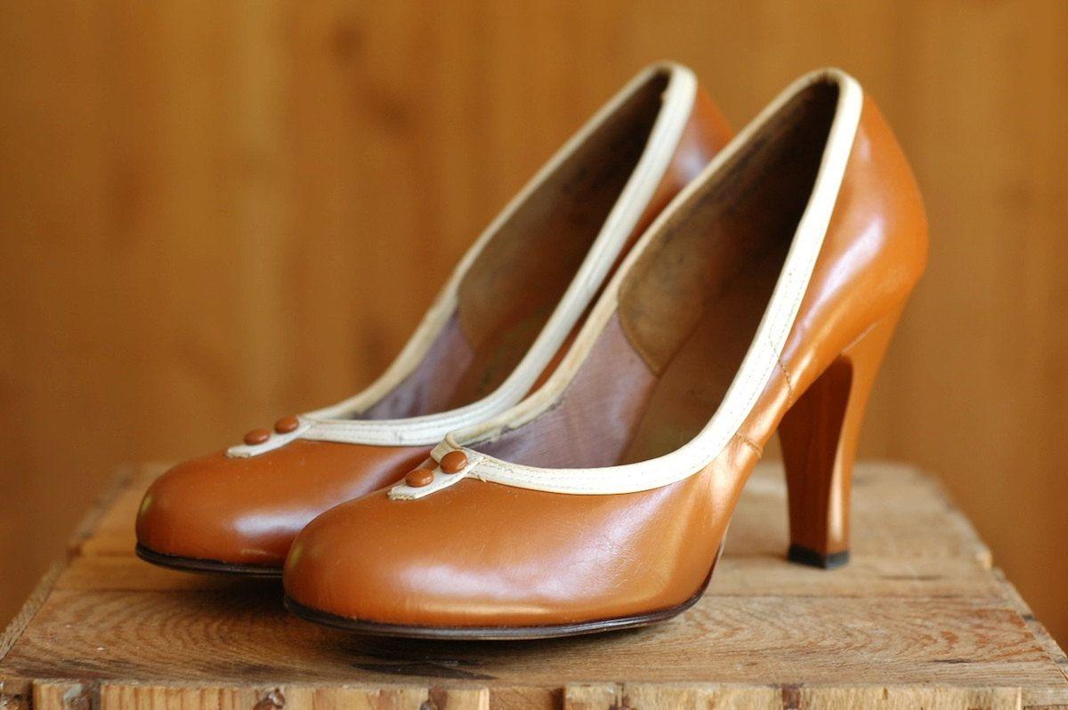 248b1af5c02e7 vintage 1940s pumps / NOS caramel brown babydoll high heels / size 8 ...