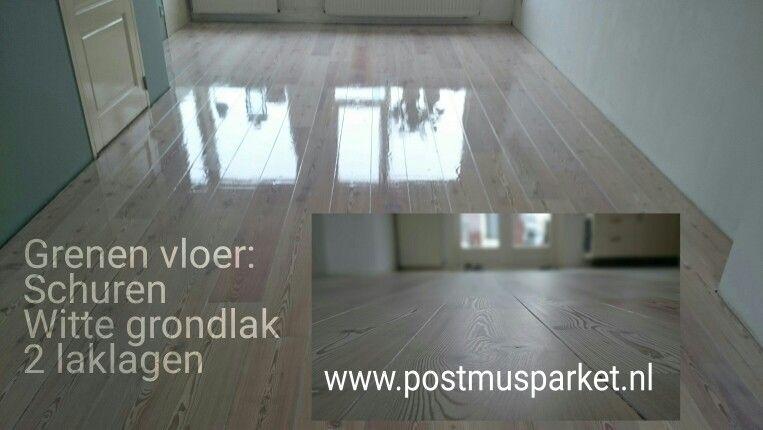 Grenen vloer schuren witte grondlak aflakken met laklagen