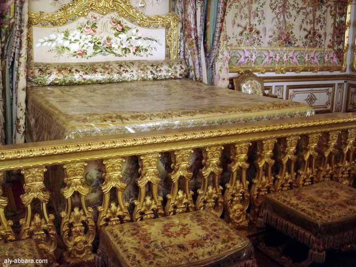 Ch teau de versailles la chambre de la reine le lit de for Chambre de la reine versailles
