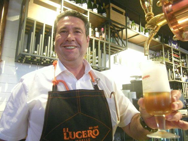 Hasta El Pepito, el bocadillo que le diera fama y su encargado, Fernando González, se han renovado. El bar Lucero de Cádiz ha vuelto a abrir, bajo el nombre de El Lucero del Muelle y con detalles de exquisitez como una  carta de tapas cuidada, cerveza sin pasterizar y café que se muele al momento de servirse. Todos los detalles en Cosasdecome. http://www.cosasdecome.es/sin-categora/el-lucero-se-pasa-al-siglo-xxi/#.VUR3HpO1d6I