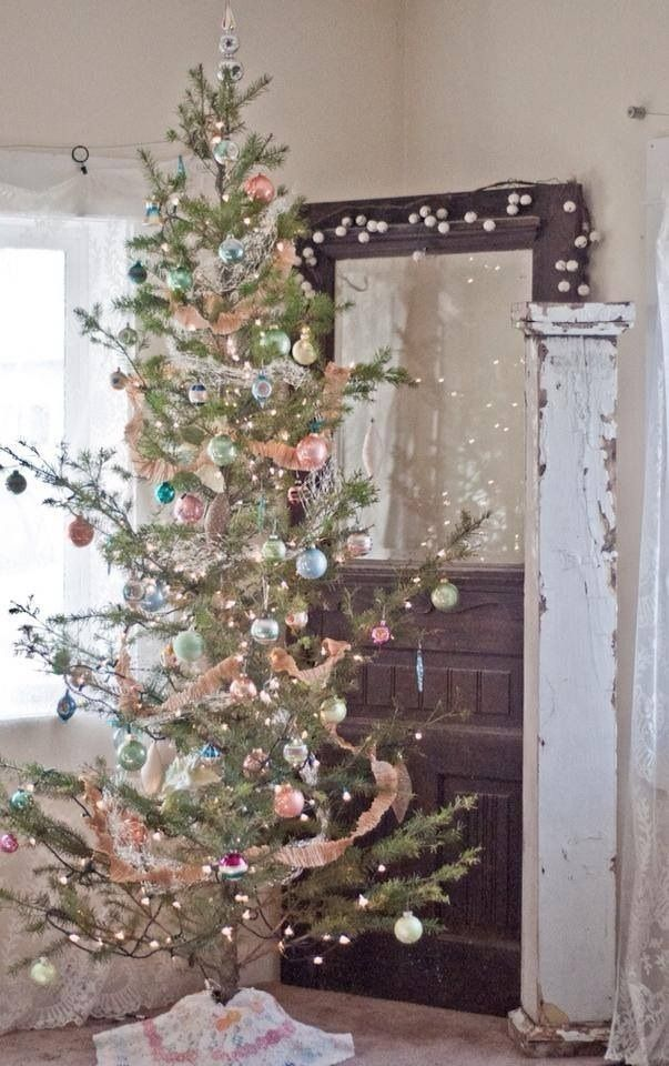 I M Dreaming Of A Simple Tree Like This Just Imagine How The Special Orn Shabby Chic Christmas Tree Shabby Christmas Christmas Tree Decorations