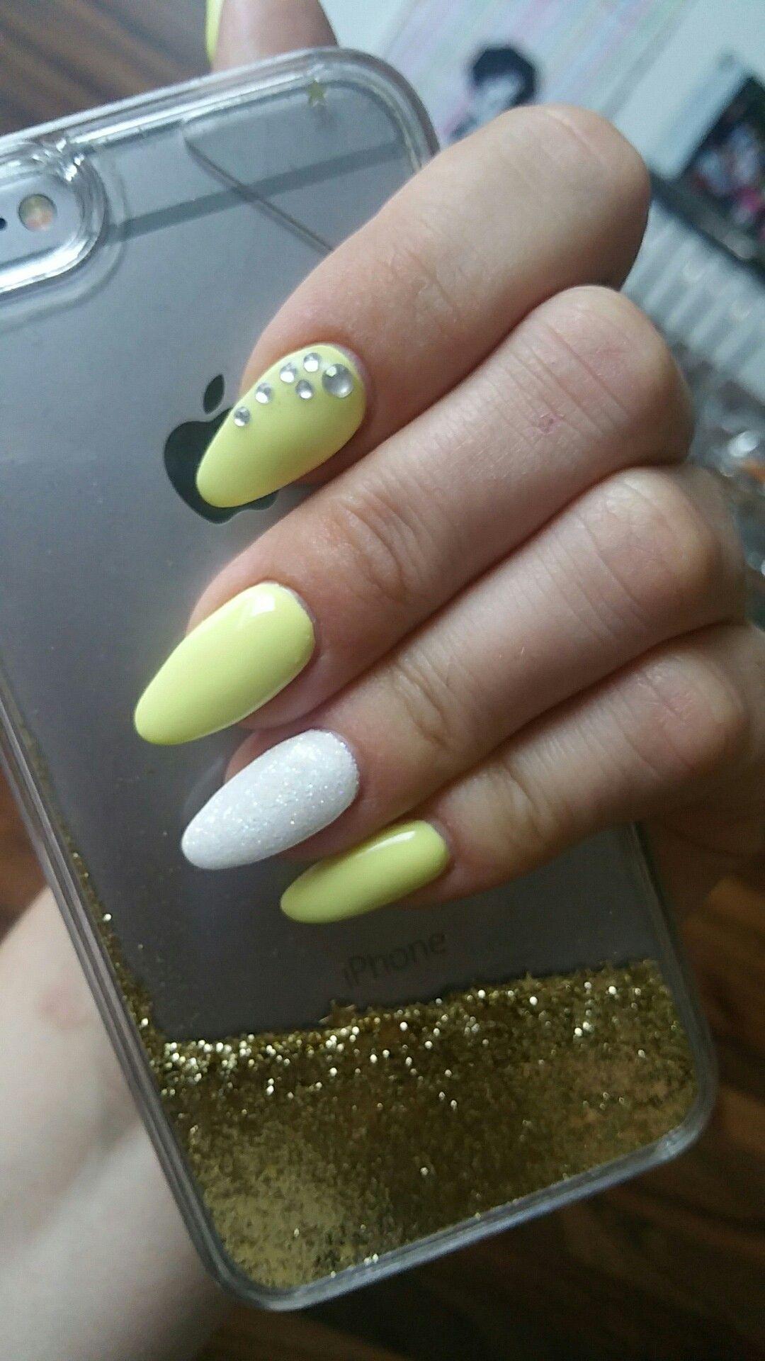 Ongles gel jaune blanc été