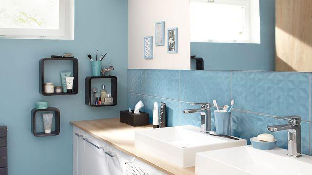 Repeindre la fa ence d 39 une salle de bains peinture salle Peindre de la faience