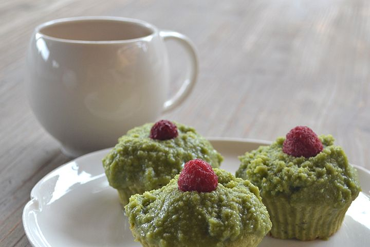 Want to stay up late on New Year's Eve?? Try these matcha green tea cupcakes, they kept me awake! HAPPY NEW YEAR!!