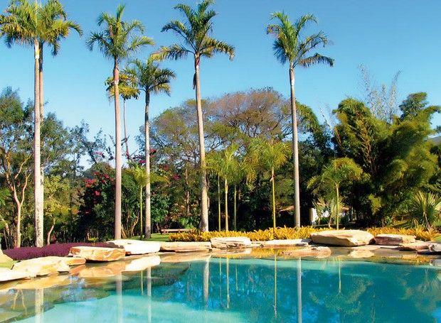 piscina-natural-paisagismo-luiz-carlos-orsini-quartzitos-ouro-preto-pedras-iresines-bromelias-palmeiras (Foto: Divulgação)