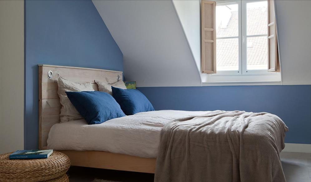 Chambre bleue mansardée de style scandinave | déco appart ...