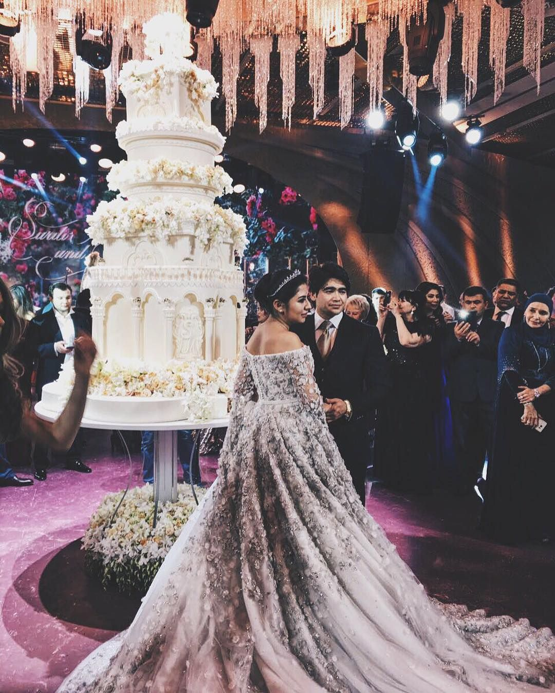 A 10 Foot Tall Cake 900 Guests Over Half A Million Dollars For A Dress Even One Of Those Th Russian Wedding Top Wedding Dresses Most Expensive Wedding Dress