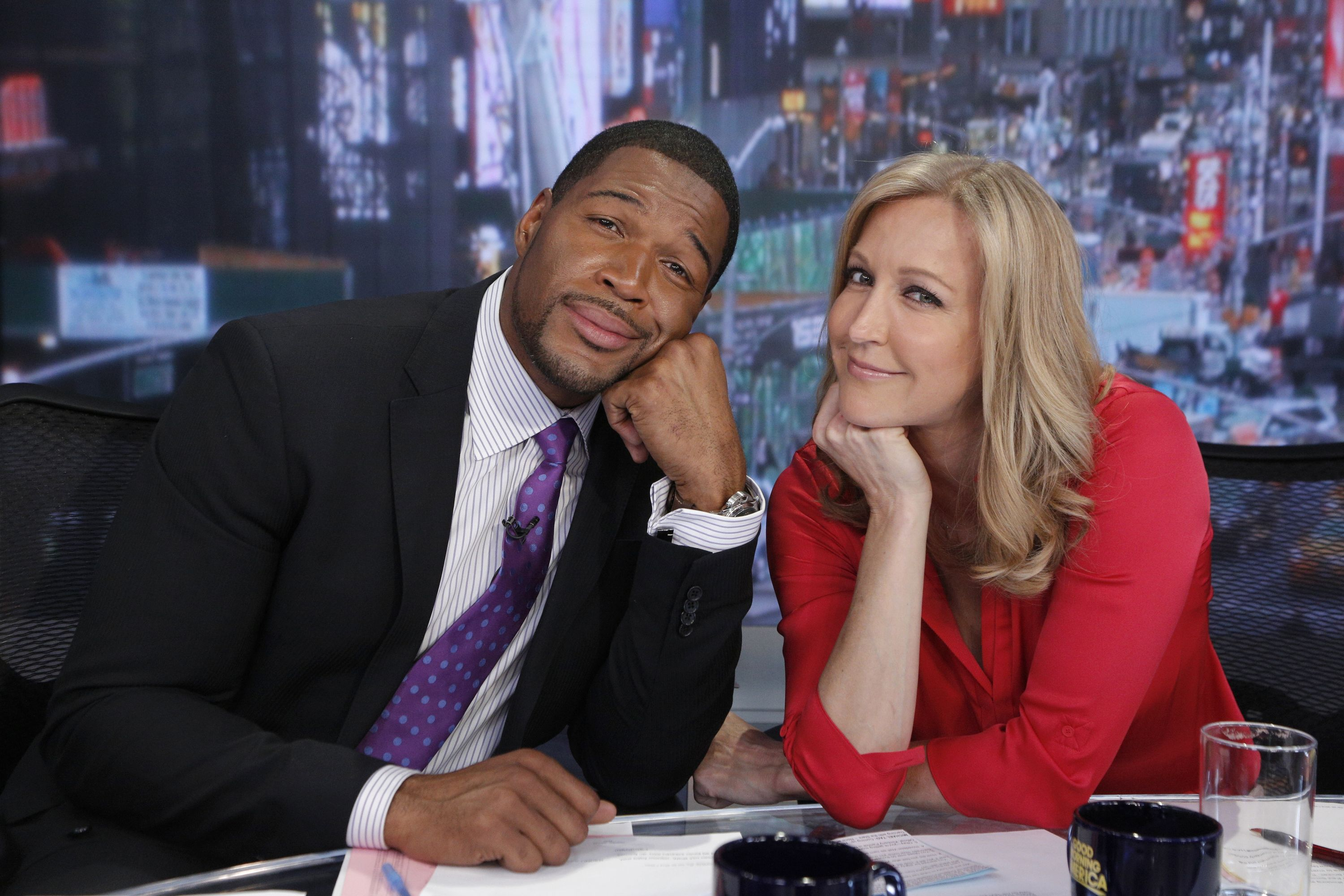 Lara Spencer And Michael Strahan Pause For A Quick Picture