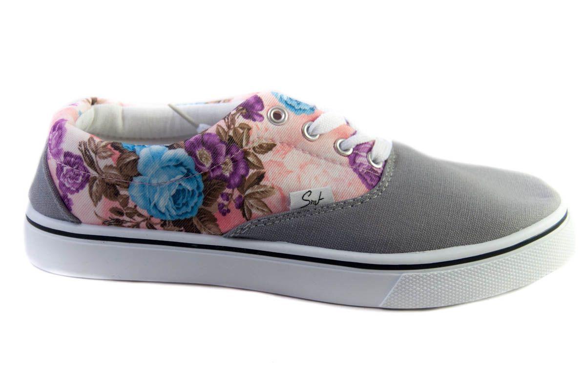 Zapatilla de lona con estampado de flores en gris