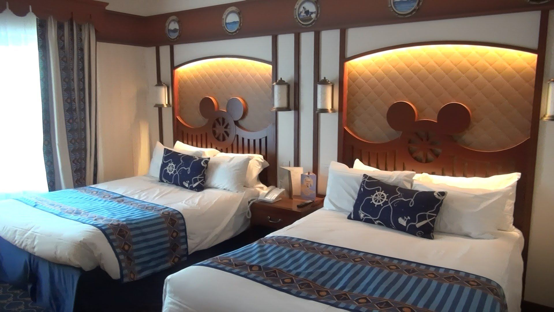 Disney S Newport Bay Hotel Compass Club Disneyland Paris 2015 2016