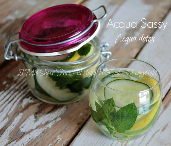 Acqua sassy addio ciccia detox healthy drinks e diet for Acqua verde laghetto rimedi