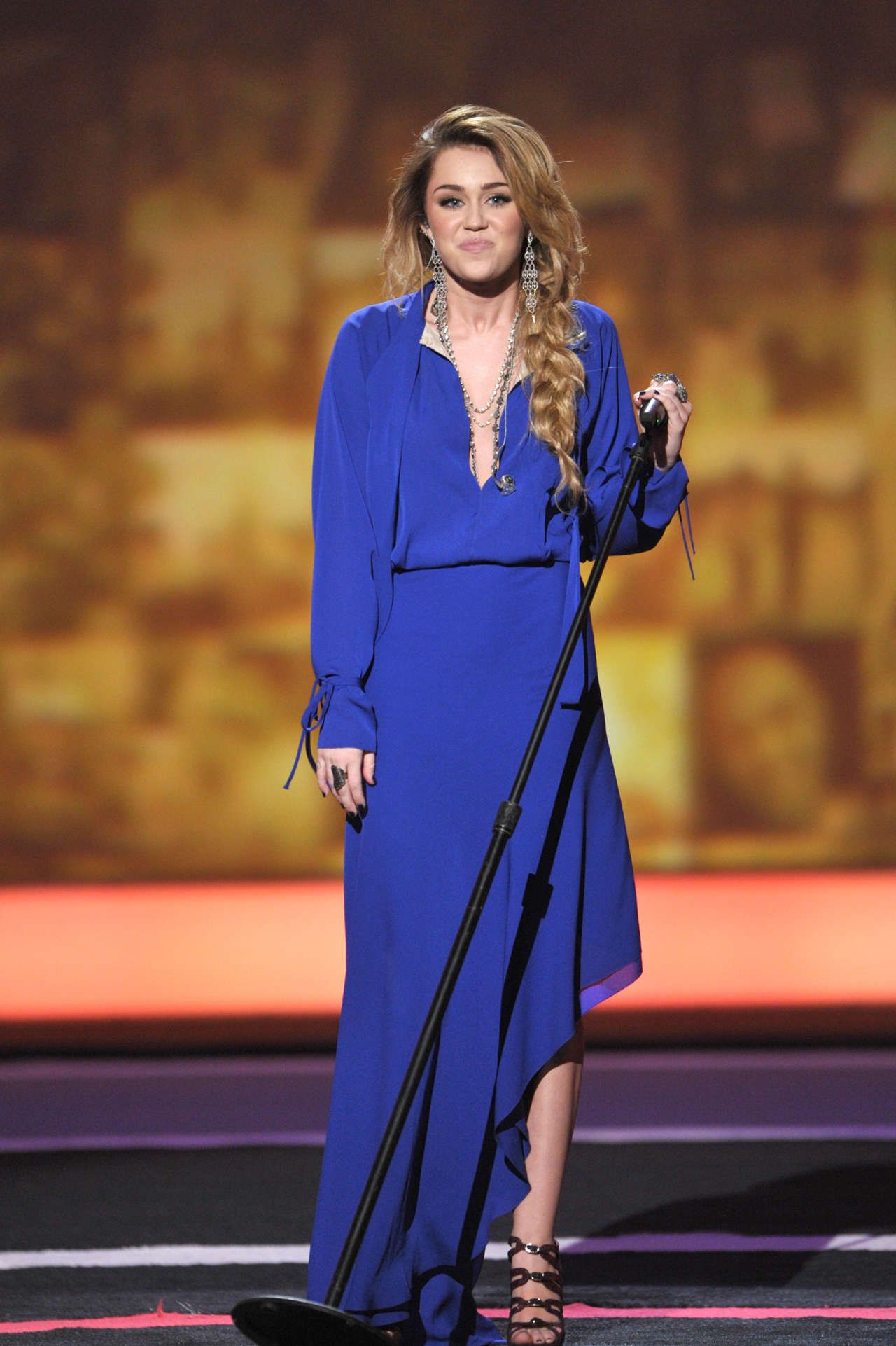 b9b605c1f7a3 Miley Cyrus cobalt blue dress (2011 CNN Heroes  An All-Star Tribute  performance)