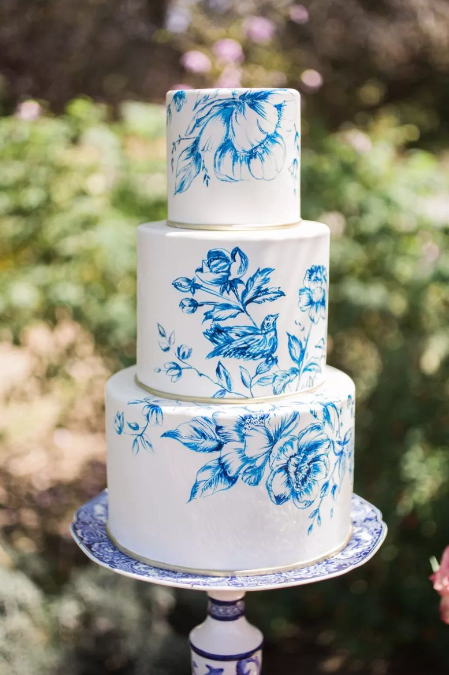 Photo of 10 Creative Ways to Decorate a White Wedding Cake