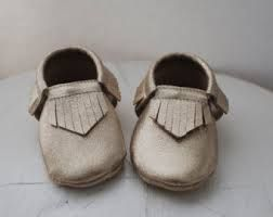 18b99266bc5f0 8 Free DIY Tutorials for Making Your Own Baby Shoes | Boy | Baby ...