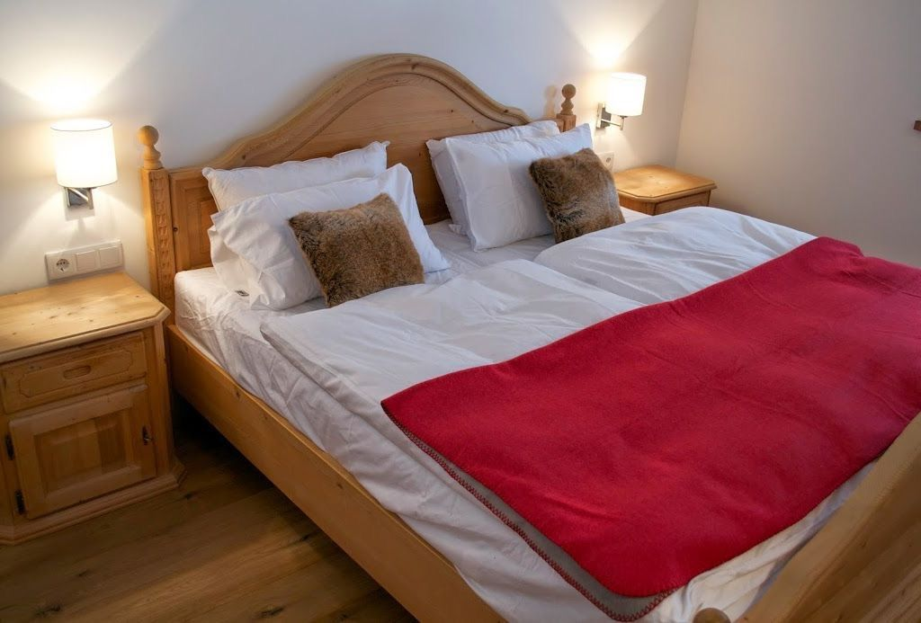 Schlafzimmer 1 Bett 1,80 x 2,00m Alpine chalet, Home, Bed