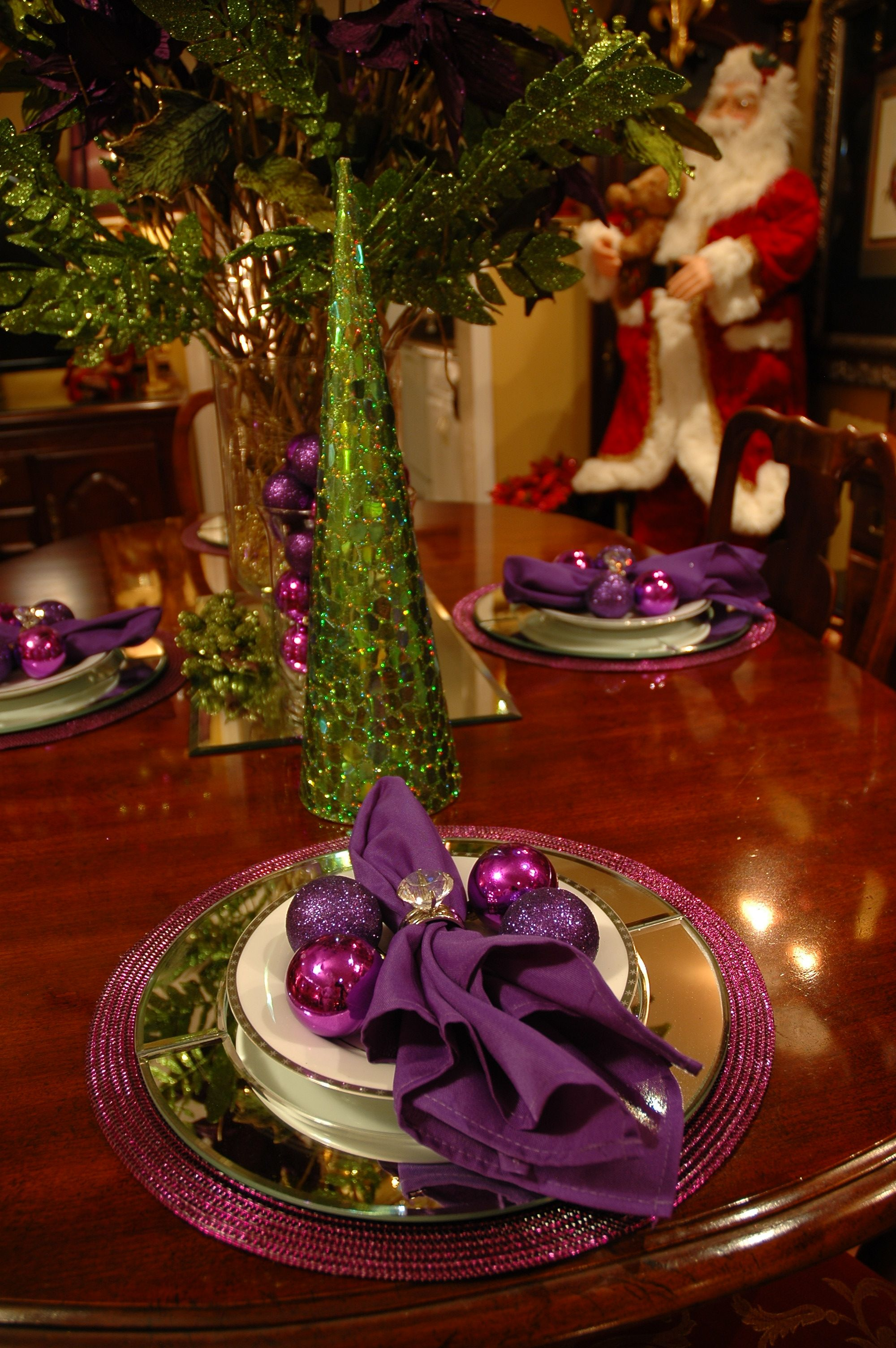 Pin By Dk Daniels On Tablescapes Table Settings Classy Christmas Christmas Table Decorations Christmas Dining Table