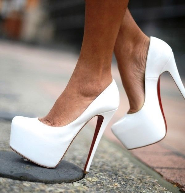 Модные белые туфли на каблуке новые фото