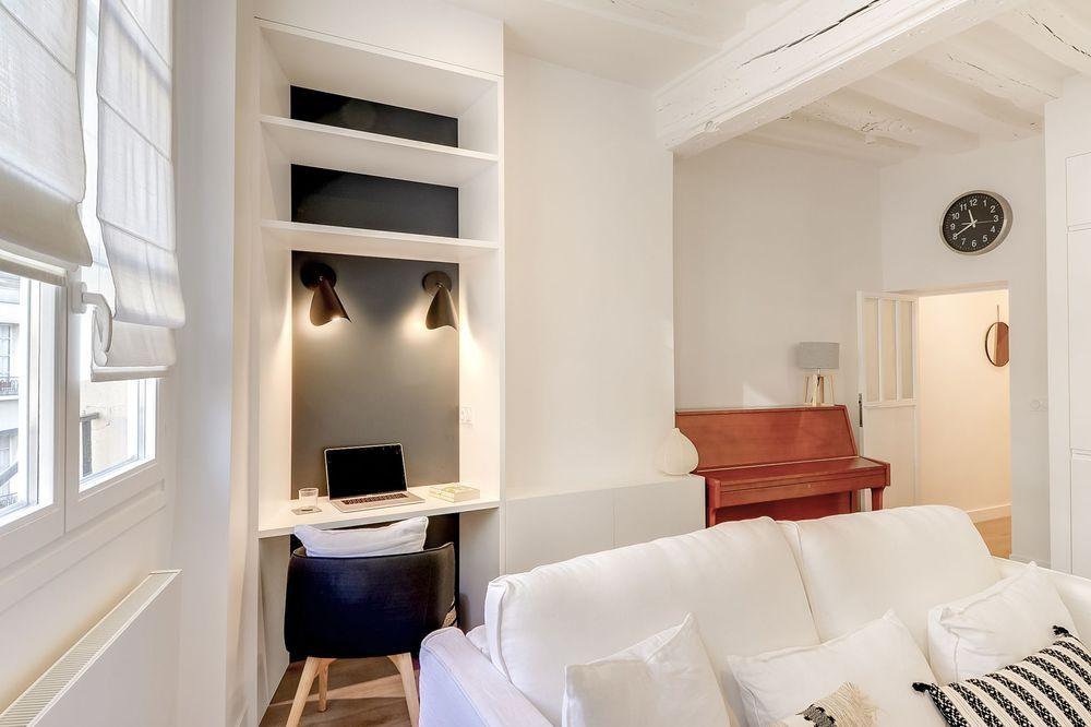 Un Bureau Dans Le Salon Idees D Amenagement Interieur Maison