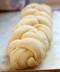 "Kουζινάτσι: Υπέροχα ""κορδονάτα"" τσουρέκιατο καλύτερο τσουρεκι που έχω κάνει!!!κι έχω δοκιμάσει πολλά!πολλά χρόνια έχω την συνταγή!!!!"