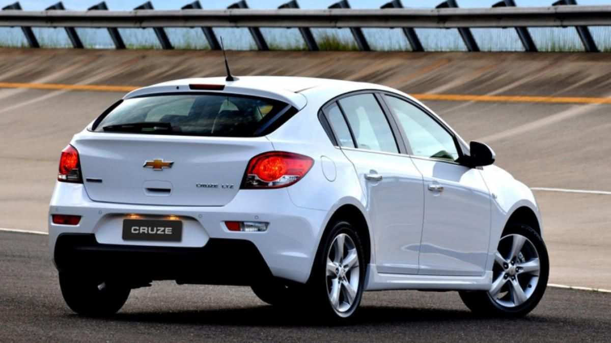 The Chevrolet Cruze Hatchback Is One Of Two Variants Of The Bowtie