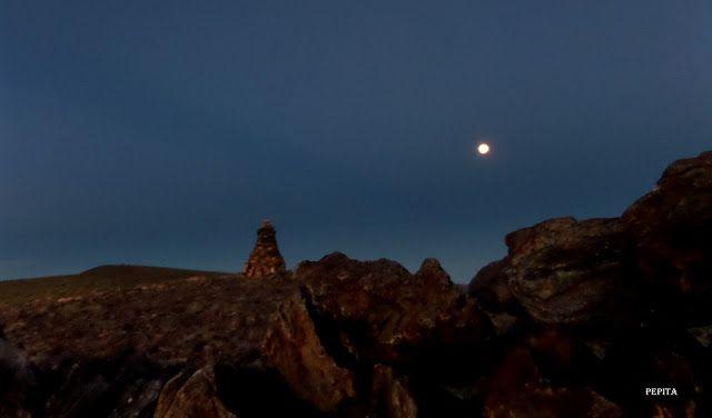 Fotografiando Cumbres: Luna azul en el Picón.
