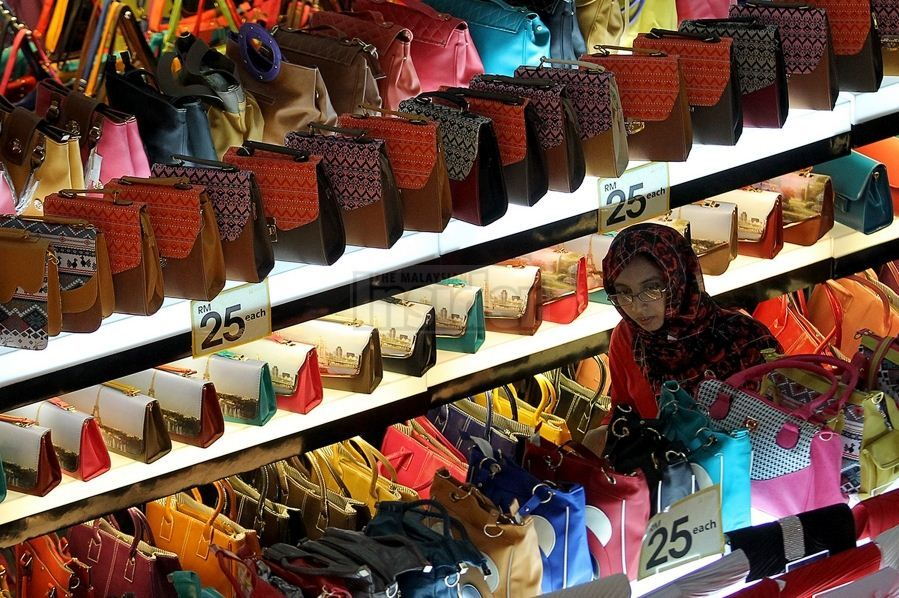 Must Buy In Malaysia Top 11 Cool Cheap Famous Gifts Best Things To Buy In Malaysia Living Nomads Travel Tips Guides News Information Famous Gifts