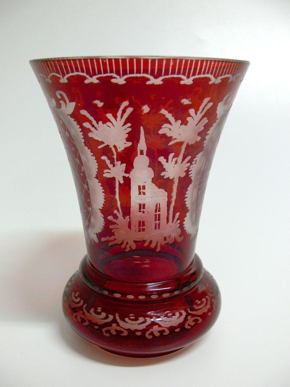 b hmisches glas geschliffen barockform mit motiv kirche und hase h he 14 cm farbe rot. Black Bedroom Furniture Sets. Home Design Ideas