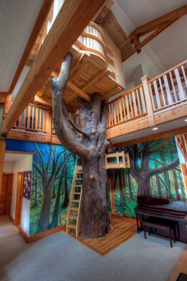 Alors pour cet intérieur dinspiration très nature on a gardé larbre et on la utilisé comme prétexte pour construire une cabane perchée pour la chambre
