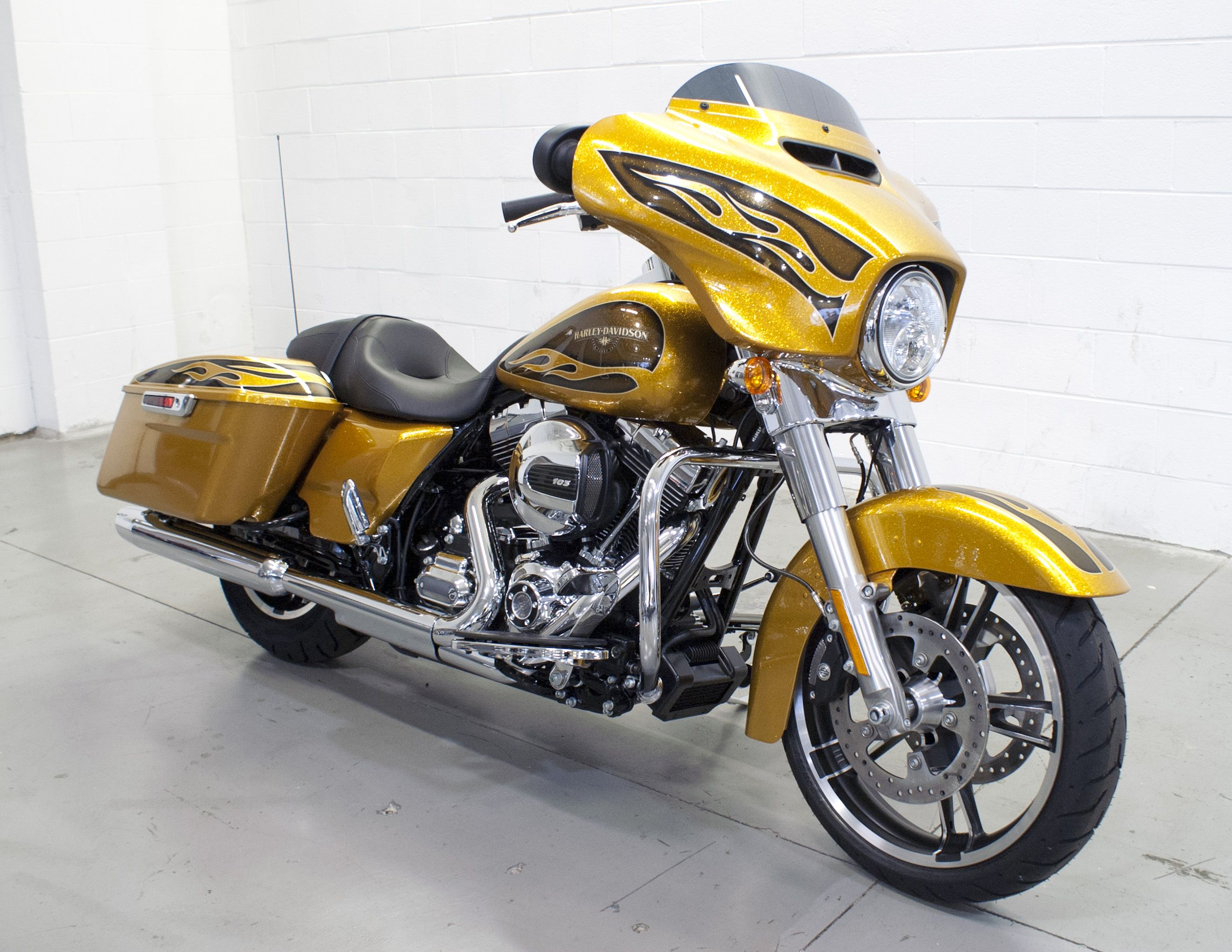 Harley davidson 2016 h d street glide special featured in hard candy gold flake